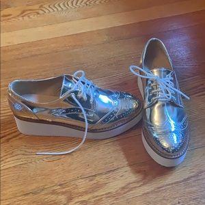 NWT Aldo gold sneaker shoe